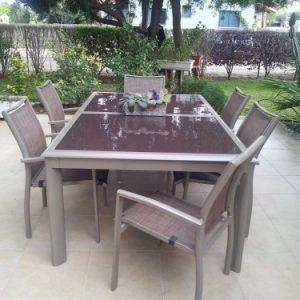 סט שולחן וכיסאות