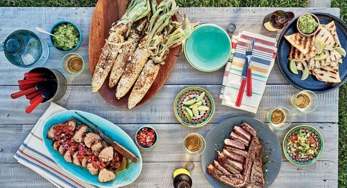 ארוחה בגינה עם מטבח חוץ